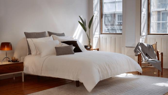 bedroom-luxury-amalia-home-collection-bedding